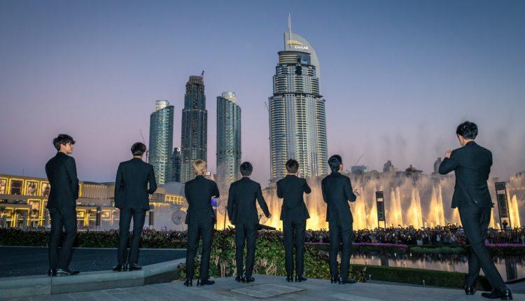 نافورة دبي تتراقص على أنغام أغنية Power الكورية