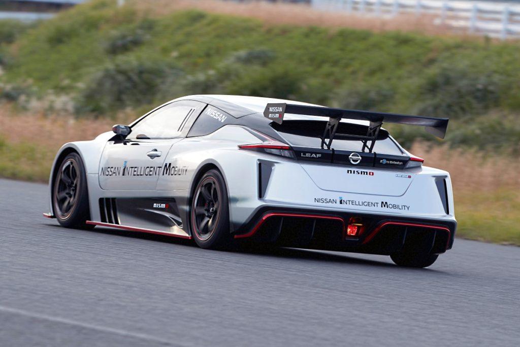 نيسان تطلق سيارة السباق الكهربائية الجديدة كلياً ليف نيسمو آر سي-02