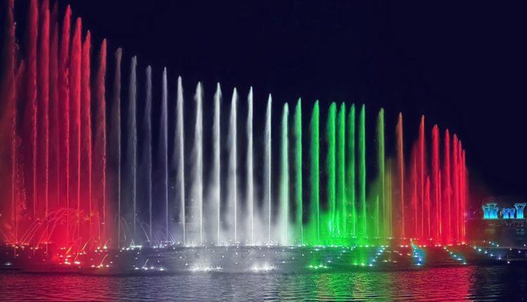 """""""نافورة النخلة"""" تحتفي باليوم الوطني التاسع والأربعين لدولة الإمارات على طريقتها الخاصة"""