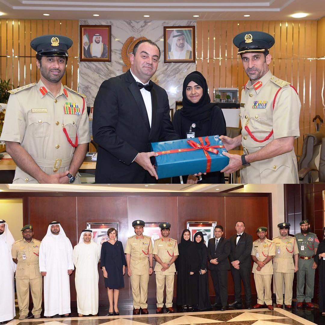 الشيف الشهير حسين داغر مع طاقم العمل في فندق برج العرب -سجل حافل بالتكريمات والنجاحات