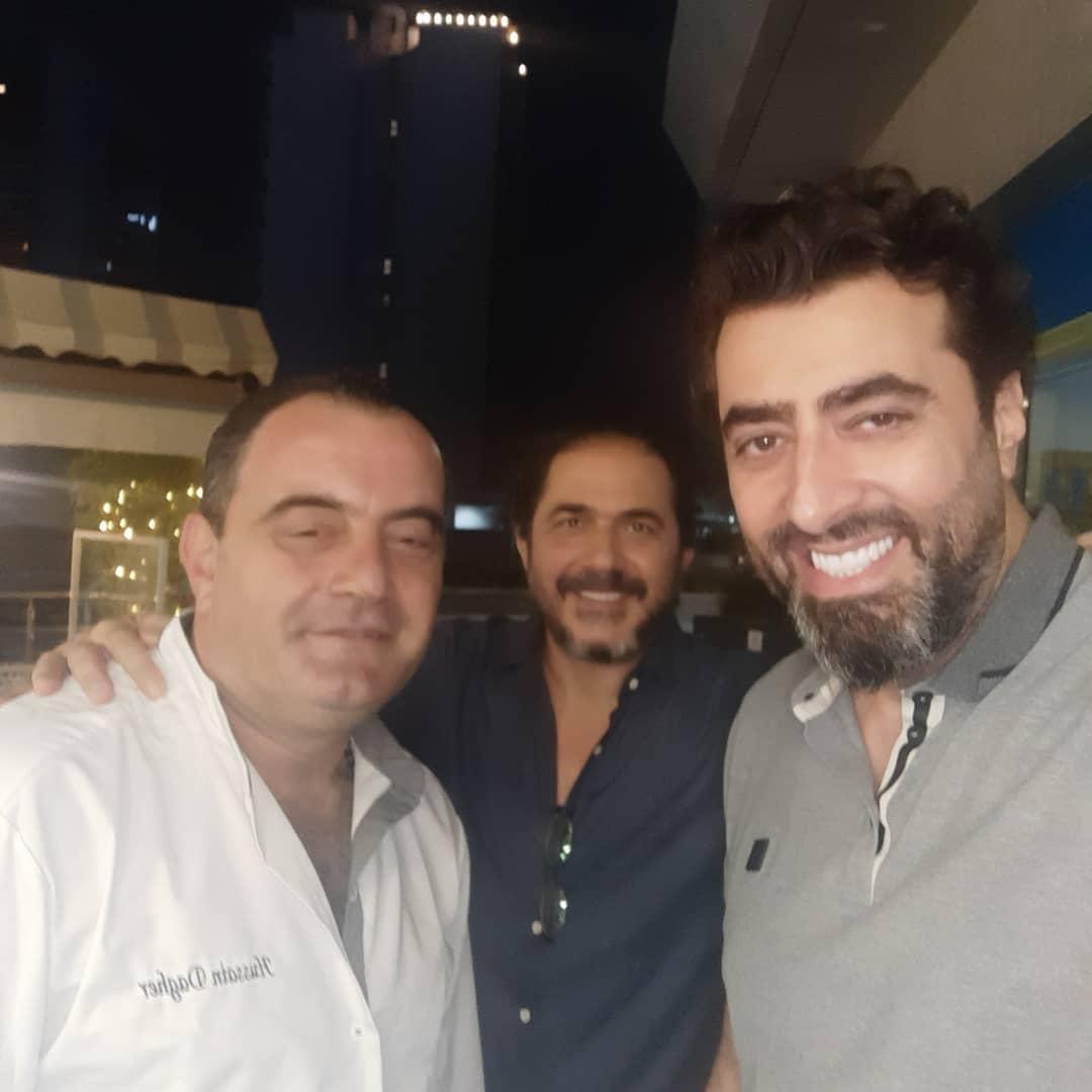 صورة تجمع الشيف العالمي حسين داغر بالنجم السوري الشهير باسم ياخور (إلى اليمينن من الصورة)